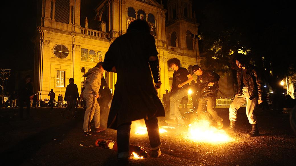 Polícia indicia militantes de PSOL e PSTU por vandalismo | VEJA
