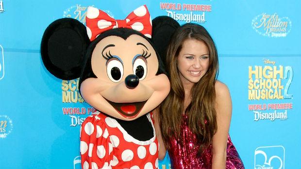 Porém, aos poucos, Miley Cyrus vai se distanciando da imagem da Disney