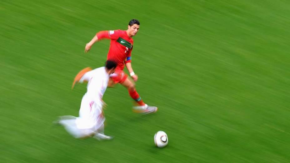 Cristiano Ronaldo em ação contra a Coreia do Norte, na Copa de 2010, na África do Sul