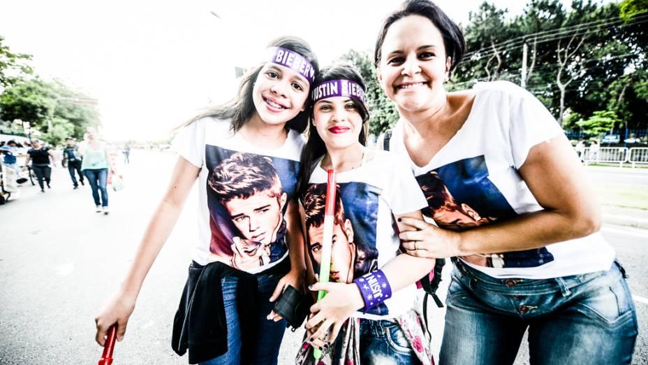 Fãs de Justin Bieber na chegada para o show na Arena Anhembi, em São Paulo