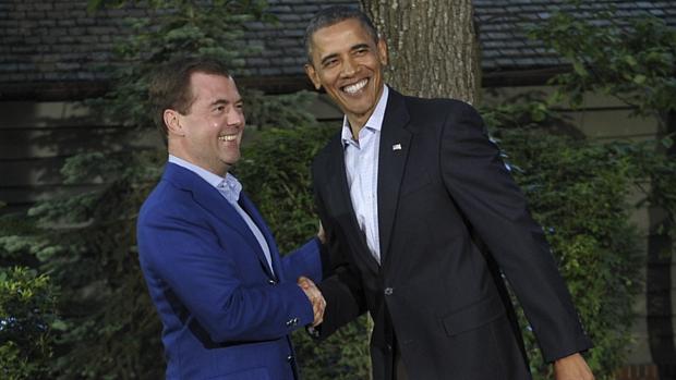 Premiê russo, Dmitri Medvedev, ao lado do presidente dos EUA, Barack Obama