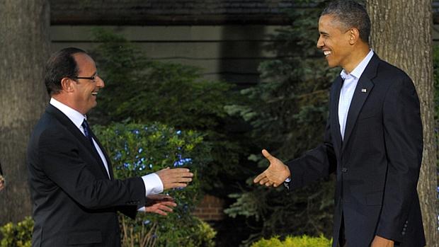 Barack Obama cumprimenta François Hollande, presidente francês