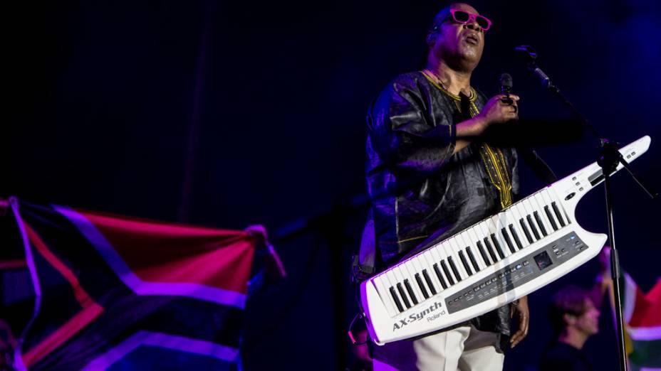 Stevie Wonder homenageou Nelson Mandela trazendo ao palco bandeiras da África do Sul durante show em São Paulo