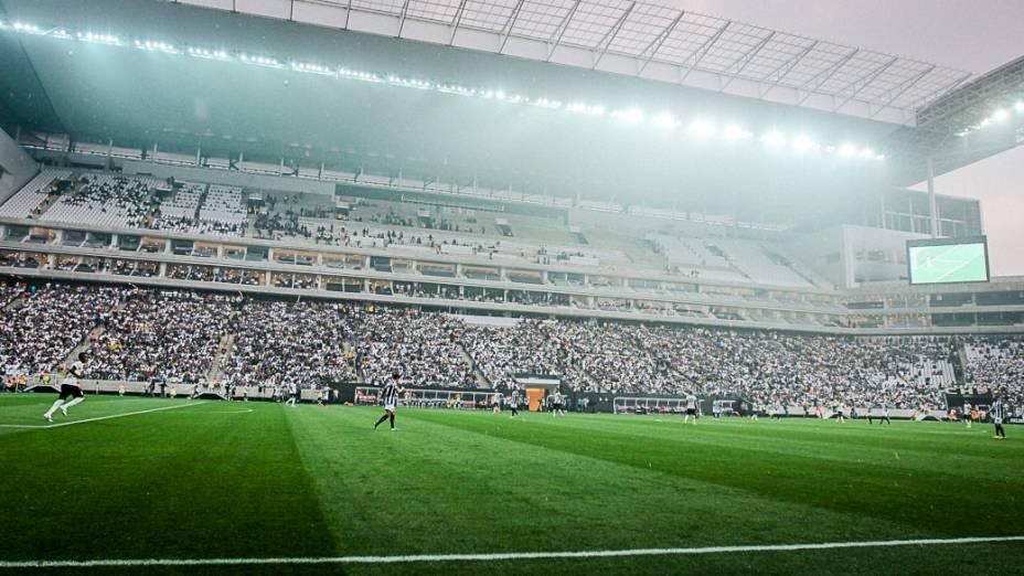 A menos de um mês da Copa do Mundo, Itaquerão recebeu sua primeira partida oficial: derrota do Corinthians para o Figueirense