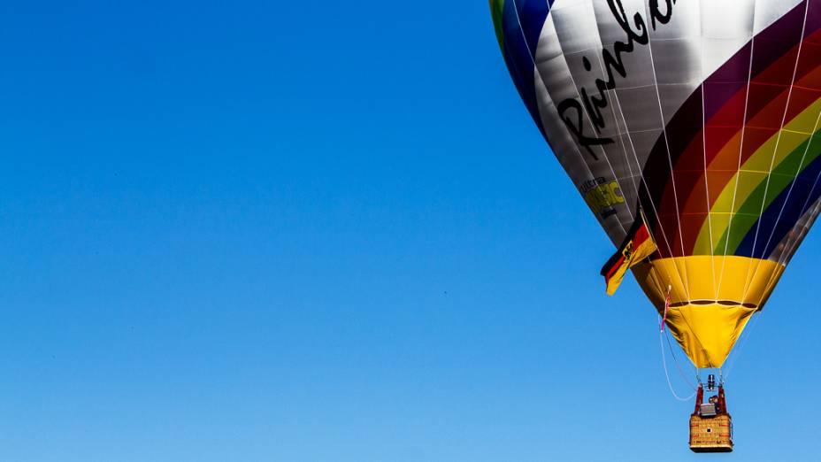 Balão da equipe alemã decola para mais uma tarefa no Mundial disputado em Rio Claro