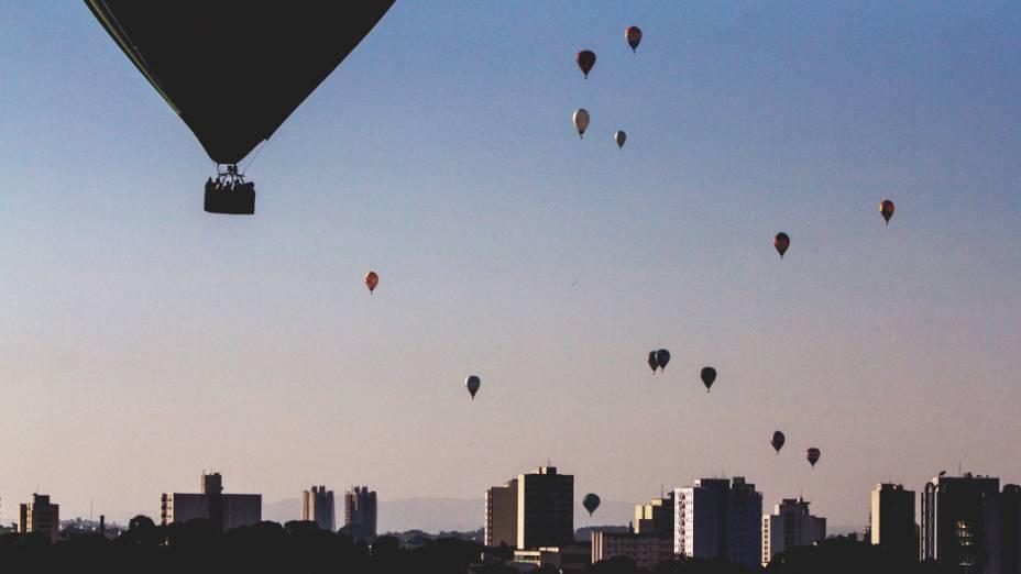 Céu repleto de balões enfeitou a paisagem da cidade de Rio Claro durante o Mundial de Balonismo