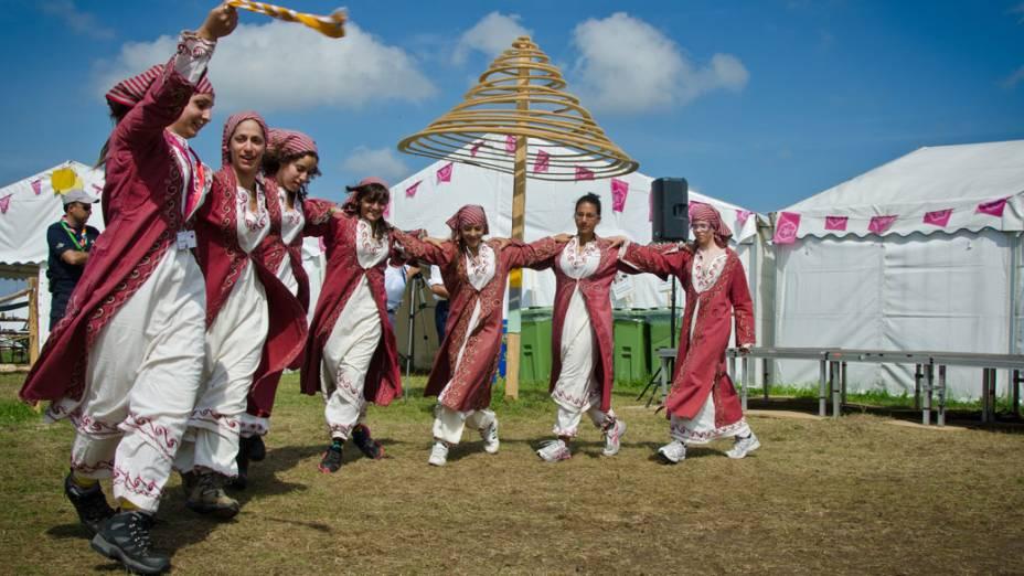 Escoteiros durante o Festival Cultural, no 22º Acampamento Mundial Escoteiro, na Suécia