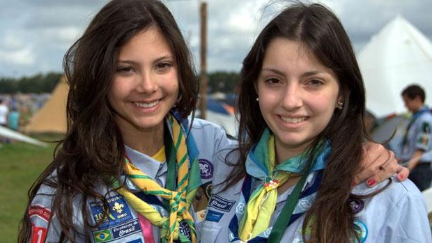 Escoteiras brasileiras durante o 22º Acampamento Mundial Escoteiro, na Suécia. Com 814 pessoas, esta foi a a segunda maior delegação brasileira da história