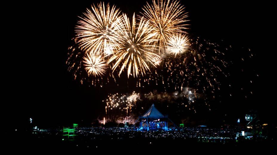 Fogos de artificio durante o encerramento do 22º Acampamento Mundial Escoteiro, em Rinkaby, na Suécia