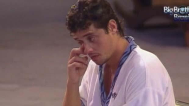 Fael chora ao ouvir música sertaneja em 15/03/2012