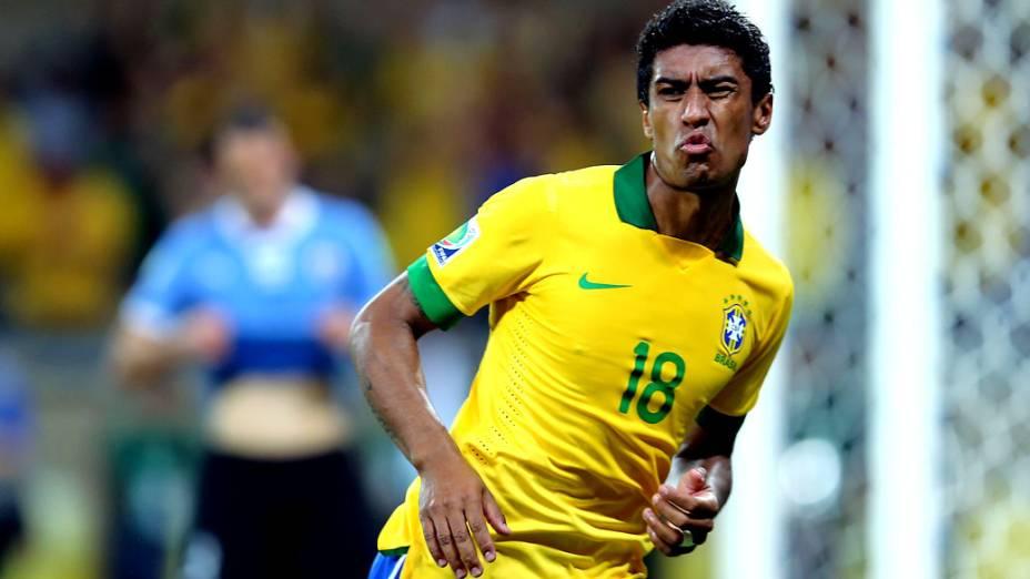 Jogador Paulinho, após marcar o segundo gol do Brasil contra o Uruguai, pela Copa das Confederações em Belo Horizonte
