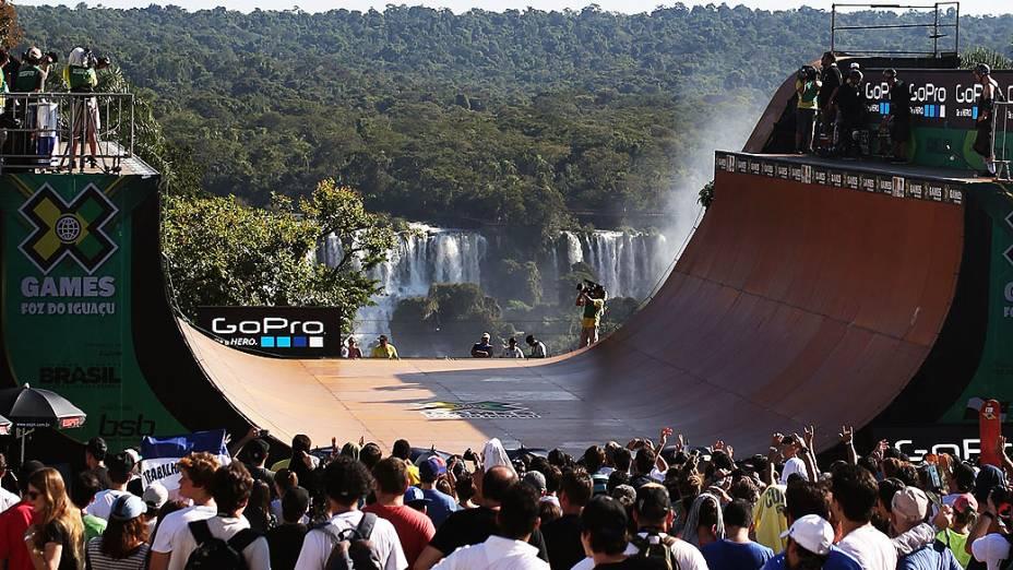 A paisagem no mirante das Cataratas do Iguaçu um dos pontos turísticos mais conhecidos do país, foi escolhido para receber a competição do Skate Vert nos X Games Foz do Iguaçu, a modalidade mais tradicional no evento