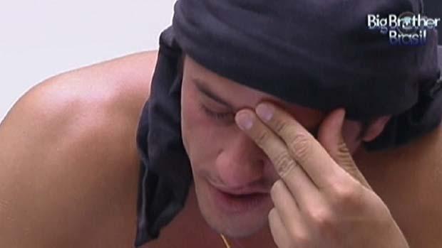 Fael chora ao ler carta de sua família em 18/02/2012