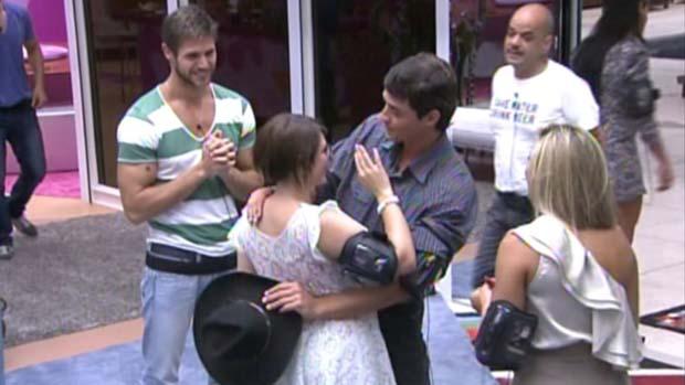 Fael se despede de Mayara após vencê-la no paredão em 31/01/2012