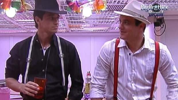 Fael e Rafa prontos para a festa em 21/01/2012