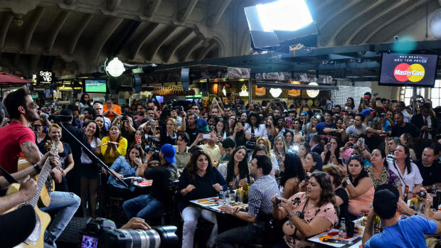Plateia no show de Gusttavo Lima no Mercadão