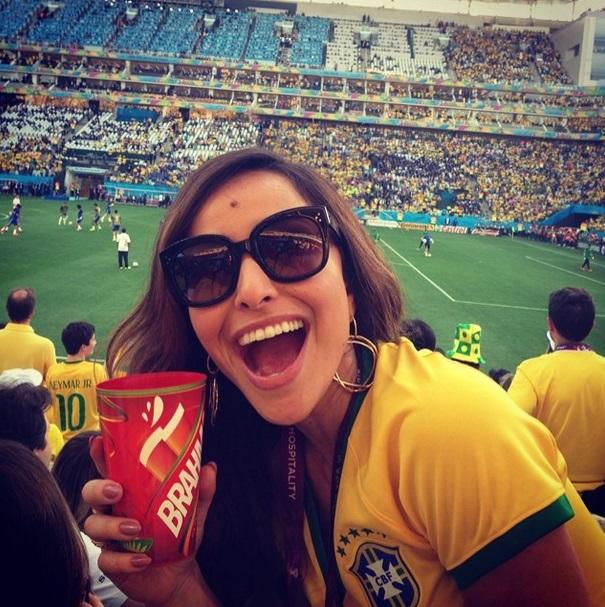 A apresentadora Sabrina Sato no primeiro jogo da Seleção Brasileira, na Copa do Mundo 2014.