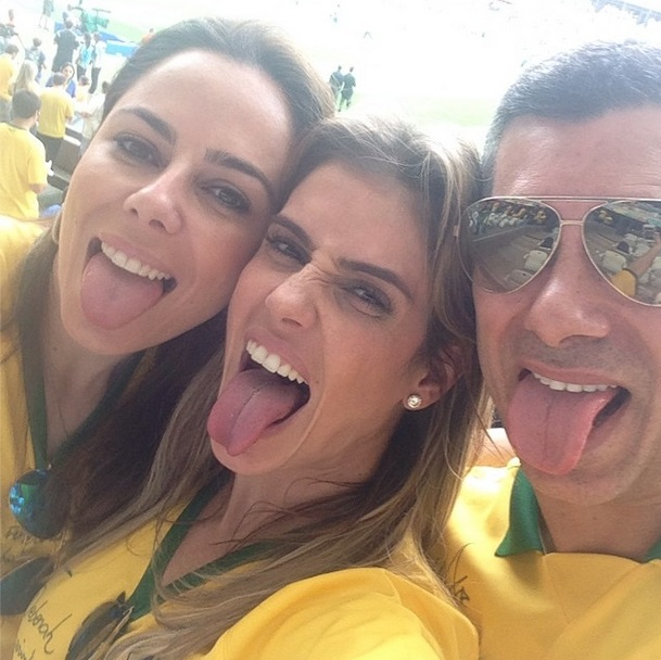 A atriz Deborah Secco e amigos na torcida pelo Brasil na Copa do Mundo 2014