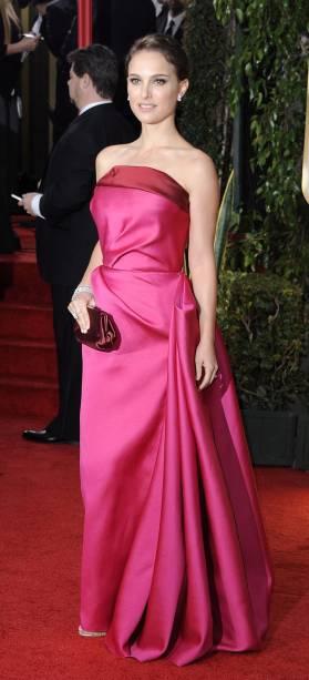 A atriz israelense Natalie Portman no tapete vermelho do Globo de Ouro