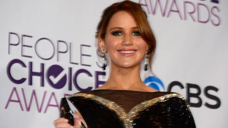A atriz Jennifer Lawrence levou o prêmio de melhor atriz de cinema no Peoples Choice Awards