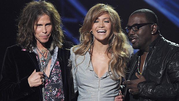 a-cantora-jennifer-jackson-ao-lado-de-steven-tyler-e-randy-jackson-os-jurados-de-american-idol-de-2011-original.jpeg