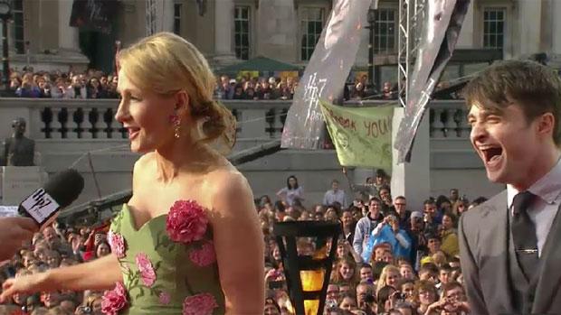 A escritora J. K. Rowling e o ator Daniel Radcliffe, na première do último Harry Potter, em Londres