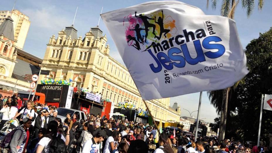 A Marcha para Jesus seguirá até a praça Heróis da FEB (zona norte), onde haverá shows de música gospel até às 21h30