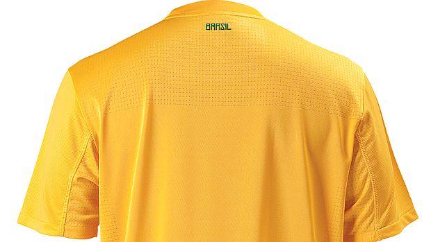 A Nike divulgou nesta terça-feira imagens da nova camisa da seleção brasileira. A número 1 é amarela, com uma faixa verde abaixo do escuto. A número 2 é azul, com a faixa amarela.