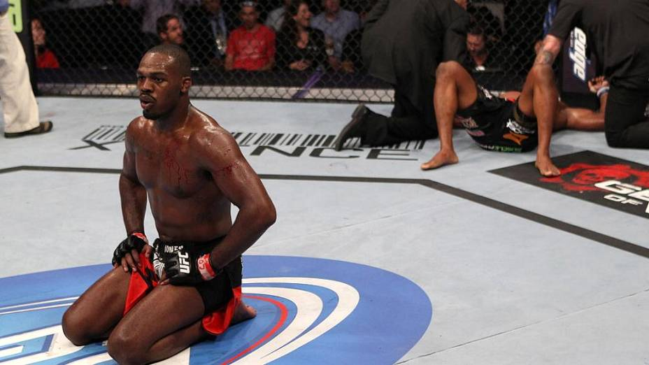 A primeira defesa de cinturão de Jon Jones foi contra o americano Rampage Jackson
