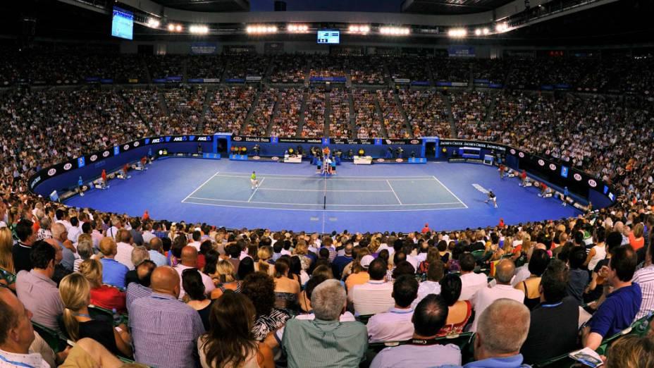 Público acompanha a disputa entre Nadal e Djokovic, na final masculina do Aberto de Tênis da Austrália - 29/01/2012