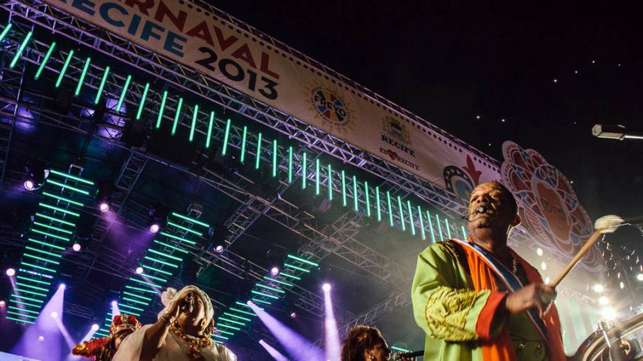 O percussionista Naná Vasconcelos na abertura oficial do Carnaval 2013 do Recife