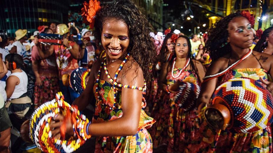 Acompanhado de 500 batuqueiros, o percussionista Naná Vasconcelos abriu o Carnaval em Recife