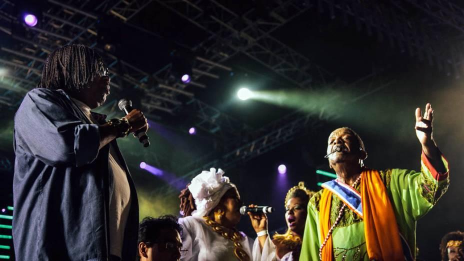 Naná Vasconcelos e Milton Nascimento na abertura do Carnaval do Recife, no Marco Zero da capital pernambucana