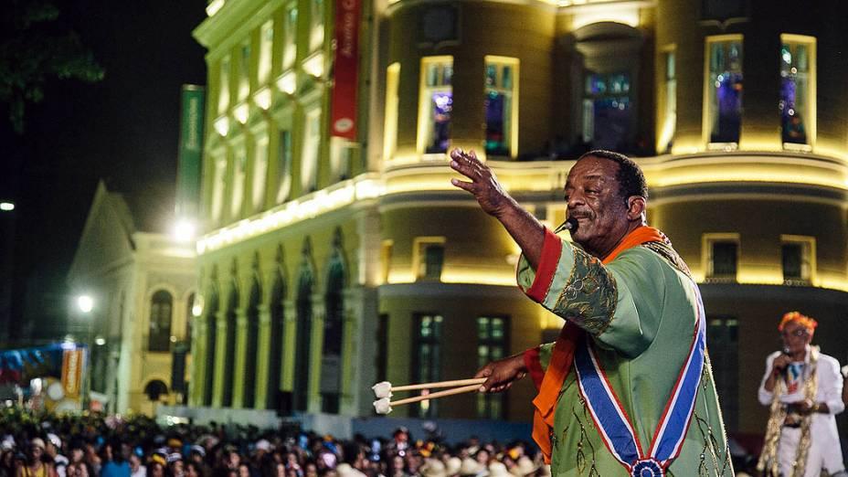 O percussionista recifense Naná Vasconcelos na abertura oficial do Carnaval pernambucano