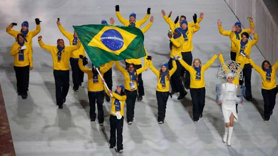 Delegação brasileira durante a cerimônia de abertura das Olimpíadas de Inverno de Sochi, na Rússia
