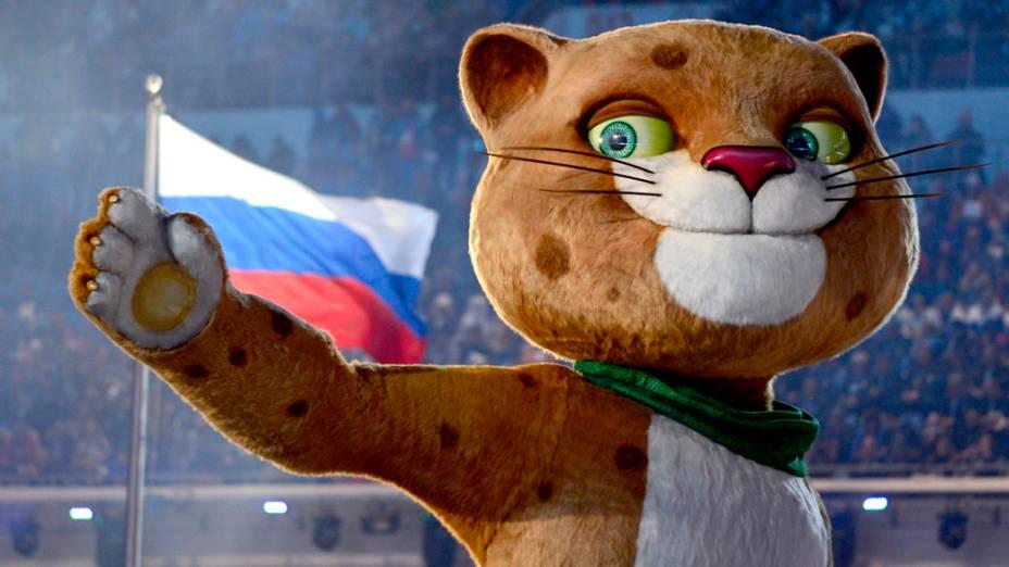 Leopardo, um dos mascotes dos Jogos, durante a cerimônia de abertura das Olimpíadas de Inverno de Sochi, na Rússia