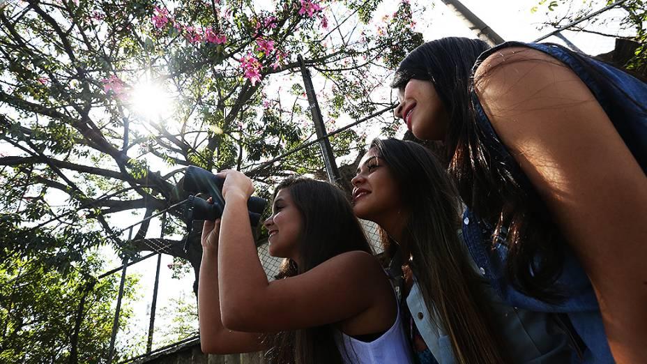 Movimentação do público antes da abertura dos portões para o primeiro dia do Lollapalooza no Autódromo de Interlagos, em São Paulo