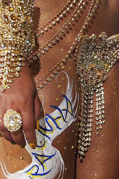 Detalhe da fantasia da rainha de bateria da Acadêmicos do Tatuapé