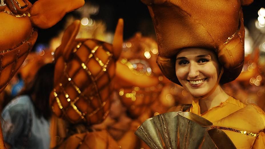 Com samba enredo em homenagem à Beth Carvalho, Acadêmicos do Tatupé abre o carnaval de São Paulo