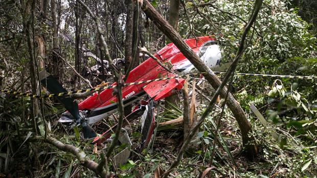 Um helicóptero caiu na manhã deste sábado (27/12) em Bertioga, no litoral de São Paulo
