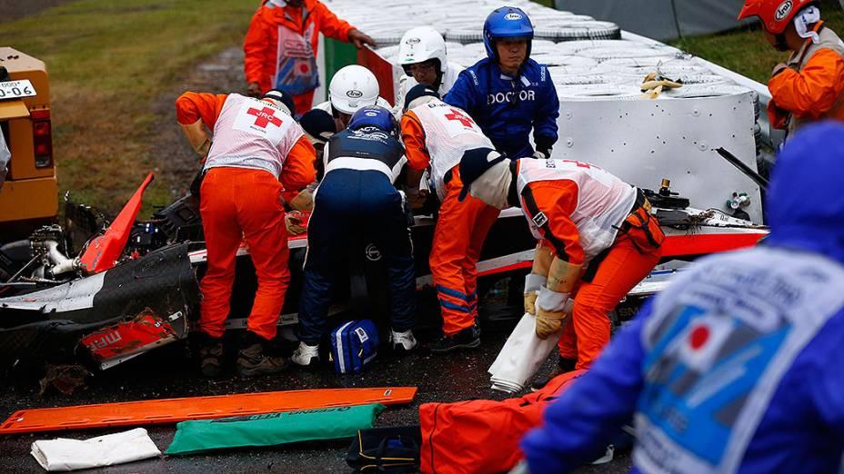 O francês Jules Bianchi, da Marussia, sofreu um grave acidente a nove voltas do fim do GP do Japão de Fórmula 1, vencido por Lewis Hamilton (Mercedes), debaixo de forte chuva