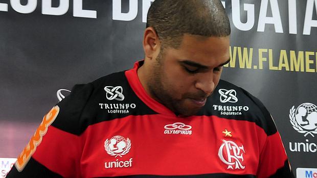 Adriano, de volta ao flamengo, depois de cinco meses recuperando-se de cirurgia