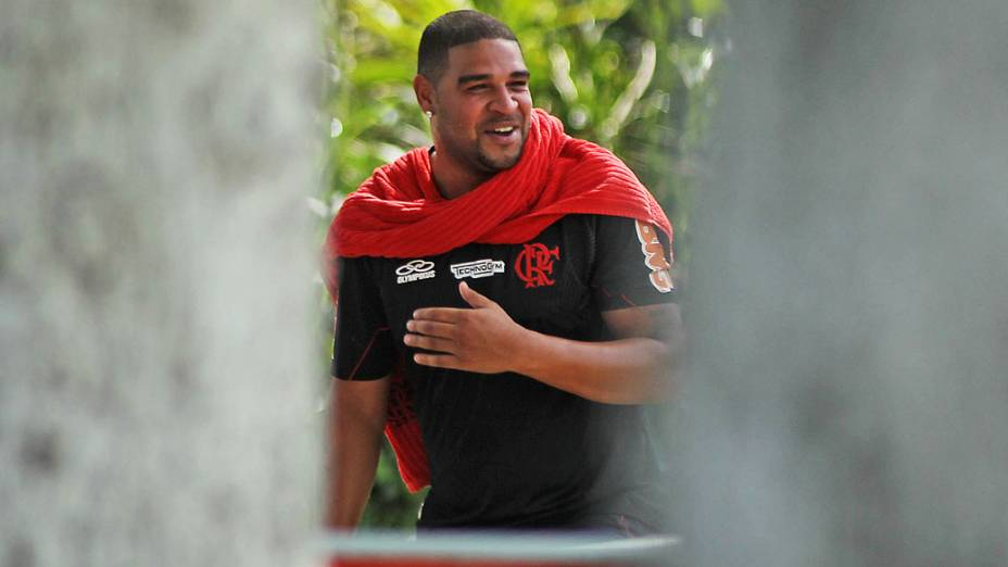 Adriano realiza recuperação no Flamengo e pode voltar a treinar como jogador do clube
