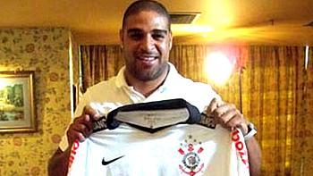 Adriano volta a jogar no Brasil