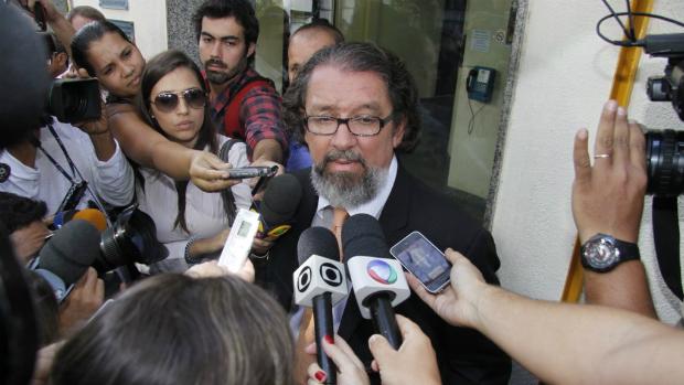 O advogado Antônio Carlos de Almeida Castro, conhecido como Kakay, representa Carolina Dieckmann no caso do vazamento das fotos íntimas da atriz
