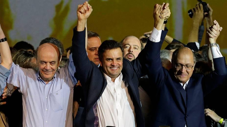 José Serra e Geraldo Alckmin prestam apoio à Aécio Neves na convenção do PSDB