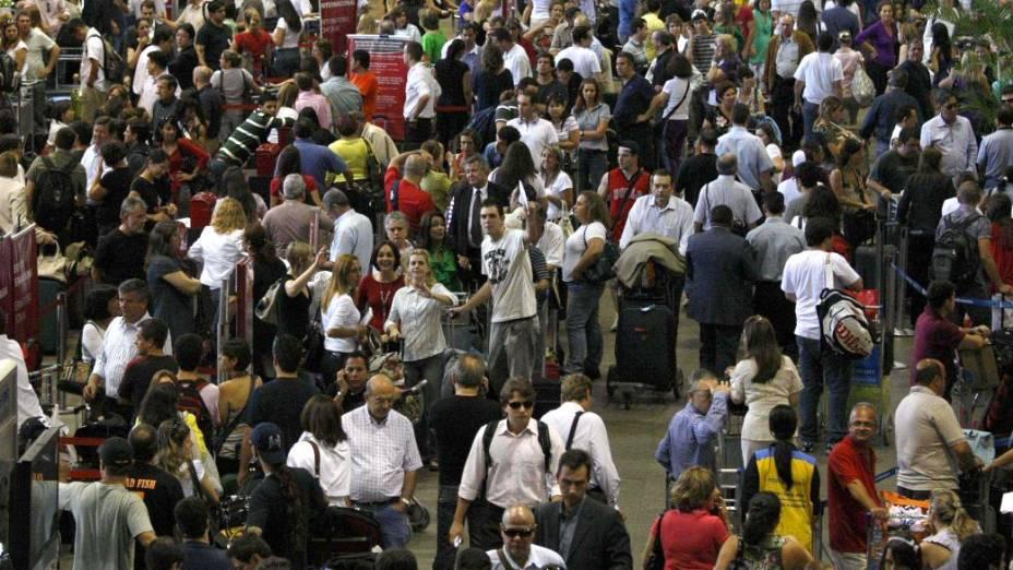 Filas no check in em Cumbica: para 50%, aeroportos são principal problema para 2014