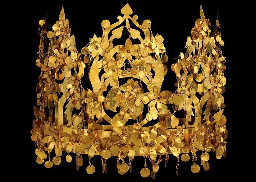 Coroa de ouro e turquesa, de cerca de 2.000 anos atrás. Peça do Museu Nacional do Afeganistão