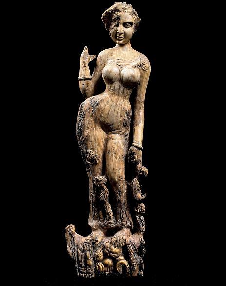 Estatueta feminina em marfim feita no século I. Peças do Museu Nacional do Afeganistão