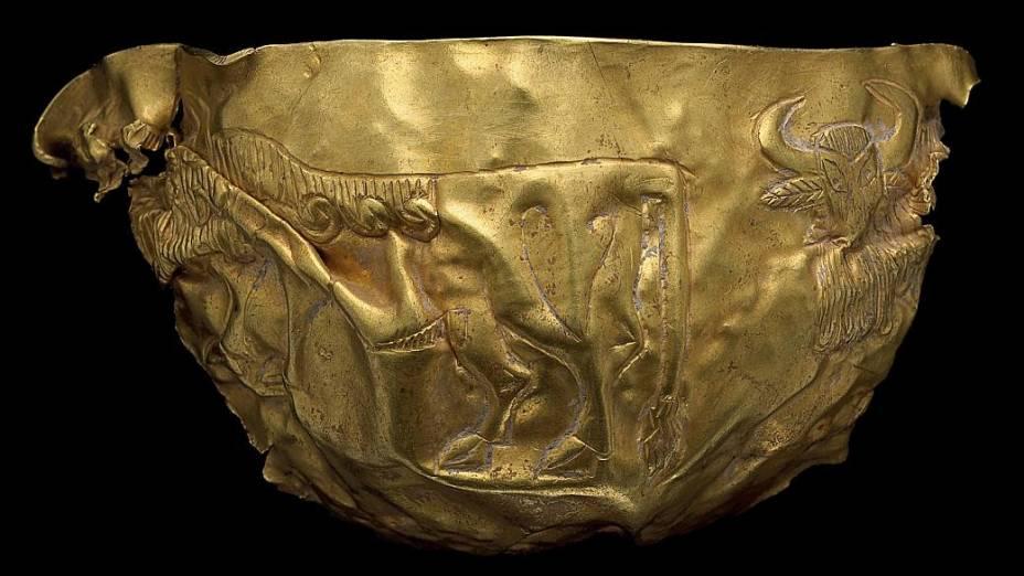 Fragmento de vasilha com touros, uma peça produzida por volta do ano 2.000 a.C.